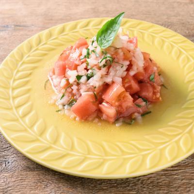 アマニオイルで バジルが香るトマトサラダ