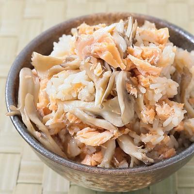 コク旨 しょうゆ麴で鮭と舞茸の炊き込みごはん