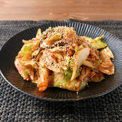 カット野菜で キムチと塩昆布の和えサラダ