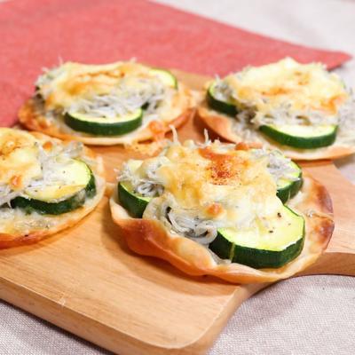 ズッキーニとしらすの簡単ミニピザ