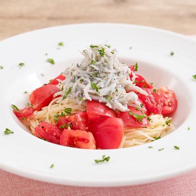 にんにく香る 秋しらすとトマトの冷たいパスタ