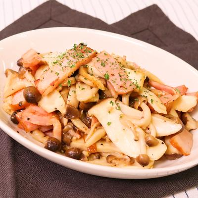 きのことベーコンの麺つゆガーリック炒め
