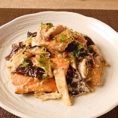 鮭とたっぷりきのこの胡麻マヨ炒め