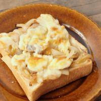 玉ねぎとマッシュルームのチーズトースト