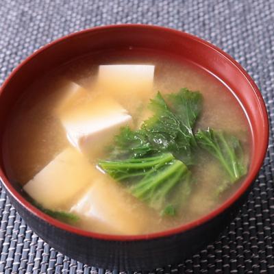 わさび菜と豆腐の味噌汁