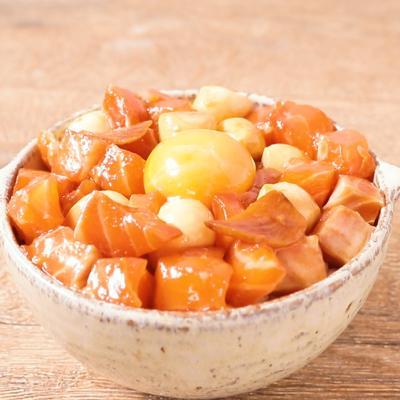 モッツァレラチーズとサーモンの漬け丼
