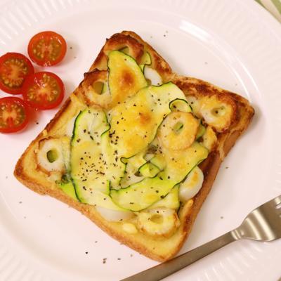 ひらひらズッキーニとちくわのチーズトースト