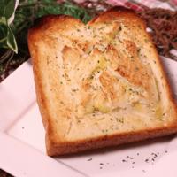 朝食にピッタリ!贅沢チーズフォンデュトースト