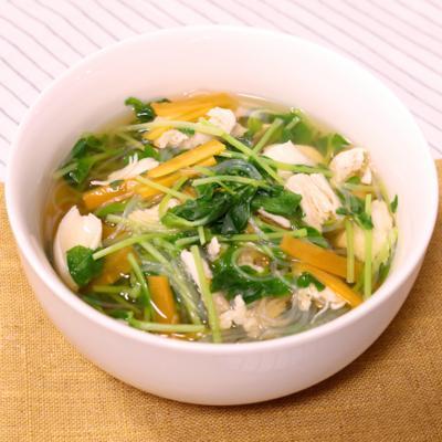 お腹満足!豆苗とささみの春雨スープ