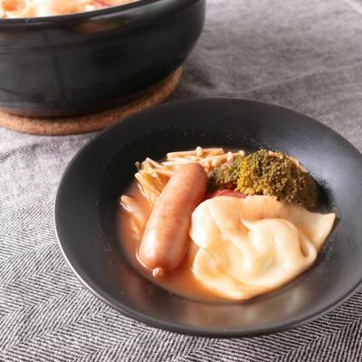 モッツァレラ餃子のトマト鍋