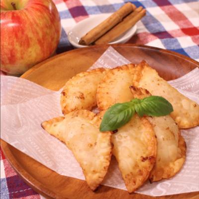 餃子の皮でなんちゃってアップルパイ