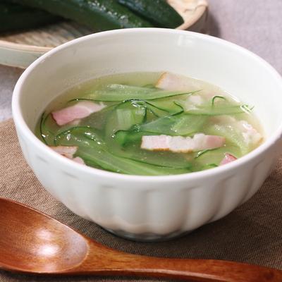 さっぱり美味しい!きゅうりの薄切り中華スープ