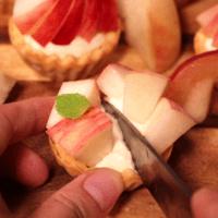 旬のフルーツ!桃とパッションフルーツのプチタルト