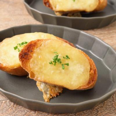 アンチョビソースとモッツアレラチーズのブルスケッタ