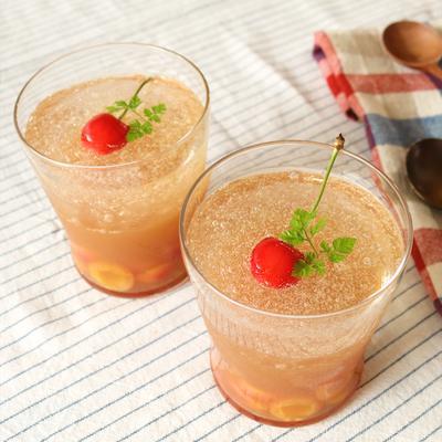 2層でかわいい 紅茶とさくらんぼのひんやりゼリー