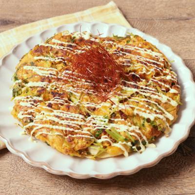 豆苗とピリ辛そぼろのお好み焼き