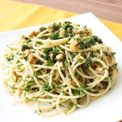 パセリの冷たいスパゲティ