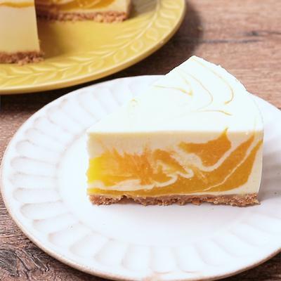マーブル模様のマンゴーレアチーズケーキ