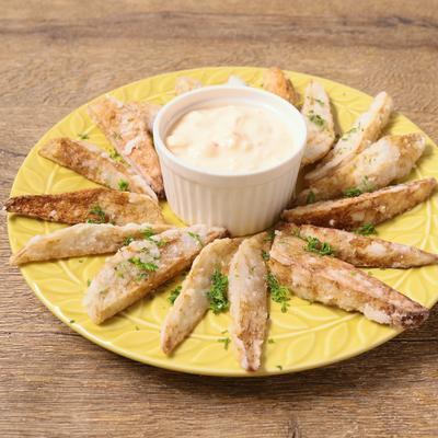 チリ風味の里芋揚げ サワークリーム風チーズディップ