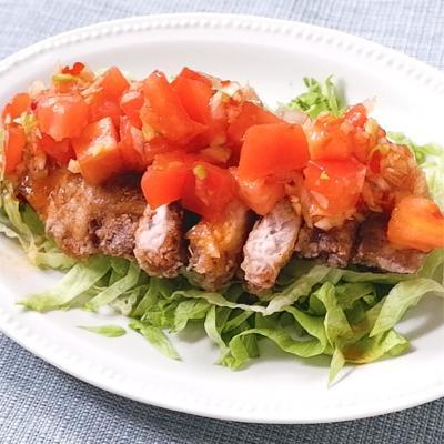 辛トマトだれでおいしい 豚肉の油淋鶏風
