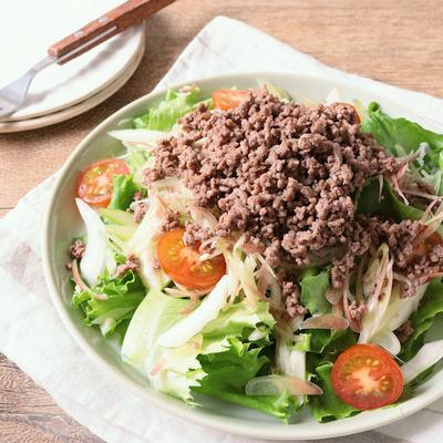 牛ひき肉で そぼろのアジアンサラダ