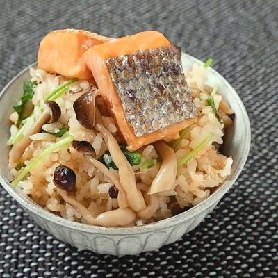 鮭ハラスとしめじの炊き込みご飯