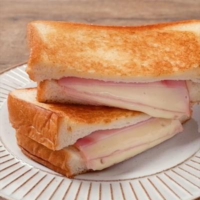 ハムとチーズのとろとろミルフィーユホットサンド