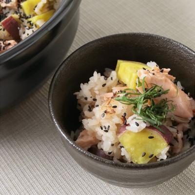 土鍋でつくる 鮭とさつまいもの炊き込みごはん