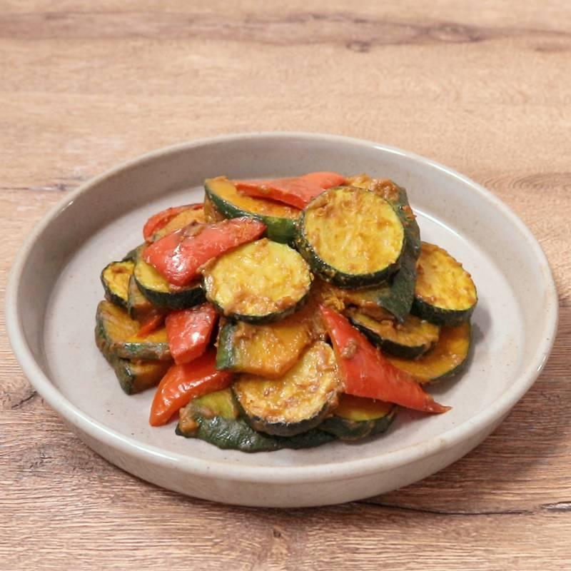 ズッキーニとウインナーのカレー炒め 作り方 レシピ クラシル