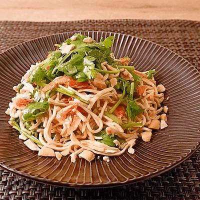 豆腐干とパクチーの中華風サラダ