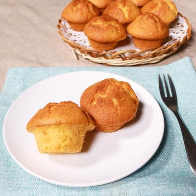 胡麻の風味が良い セサミカップケーキ