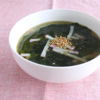 かまぼことわかめの中華スープ