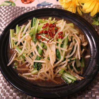 めんつゆで簡単!小松菜ともやしのピリ辛炒め