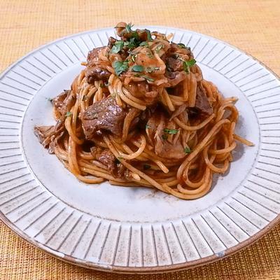 お肉たっぷり ビーフストロガノフ風スパゲティ