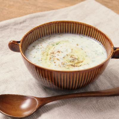 ブルガリアの冷たいヨーグルトスープ タラトル