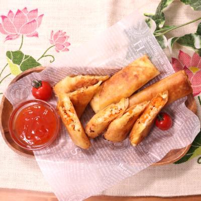 アジアン香るトムヤム風味の春巻き スイートチリソースをかけて