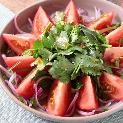 トマトとパクチーのスイチリサラダ