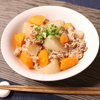 優しい味わい 大根と豚バラの煮物