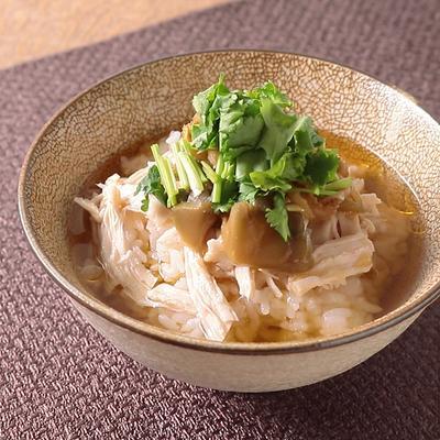 花椒が香る 鶏肉の中華風ジャスミン茶漬け