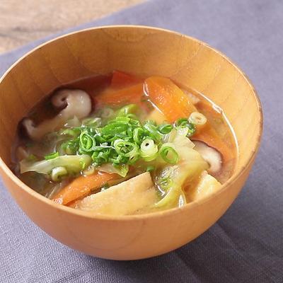 野菜の旨味で ダシいらずの簡単お味噌汁