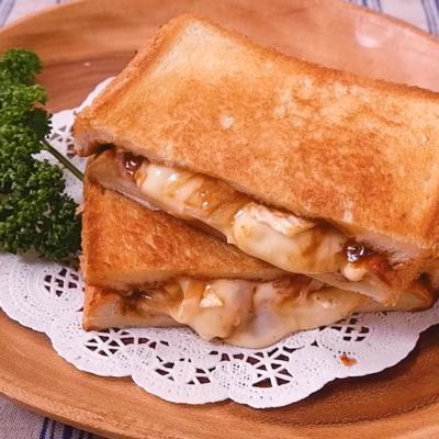 フライパンで デミチーズのホットサンド