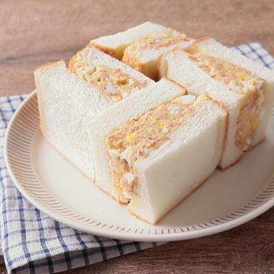 コンビーフポテトサラダのサンドイッチ