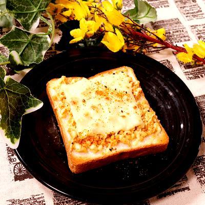 和風仕上げ!豆腐の味噌そぼろチーズトースト