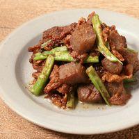 青唐辛子でピリッと豚バラ肉とこんにゃくの赤みそ炒め