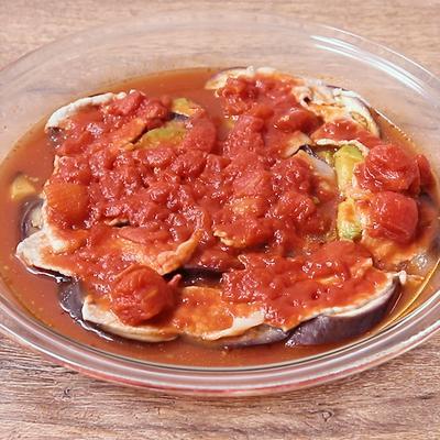レンジで作る豚ロースとアボカドのトマト煮込み