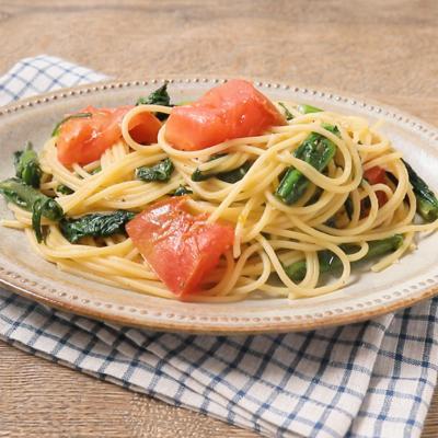トマトと春菊のオイルパスタ