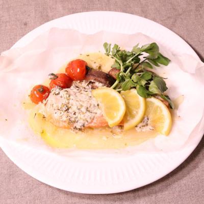 クレソンバターがたまらない鮭のパピヨット