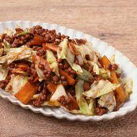 キャベツと大豆ミートそぼろの炒め物