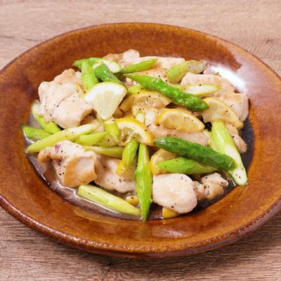 鶏むね肉とアスパラガスのレモン炒め