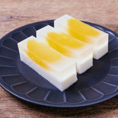 2層できれいなオレンジとミルクの寒天寄せ